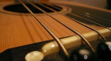 guitarsm.jpg